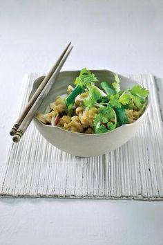 Gebakken rijst met kip  http://njam.tv/recepten/gebakken-rijst-met-kip