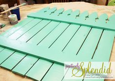 Chalkboard Picket Fence Pallet Tutorial - Positively Splendid {Crafts, Sewing, Recipes and Home Decor} Pallet Fence, Diy Fence, Diy Pallet, Pallet Ideas, Picket Fence Crafts, Farm Fence, Pallet Crafts, Pallet Art, Wood Crafts