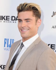 Zac Efron's Bleached Hair Finally Made a Public Debut, and We Almost Didn't Recognize Him Zac Efron Beard, Zac Efron Hair, Bleached Hair Men, Crush Amor, Sailor Moon, Teen Boy Fashion, Men Fashion, Cute Actors, Boy Hairstyles