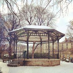 Le kiosque sous la neige, tellement romantique ! #paris #20ème #snow #winter - @Audrey- #webstagram