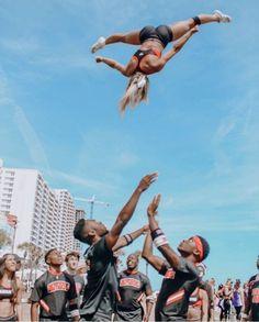 Cheer Games, Cheer Stunts, Cheer Dance, One Song Workouts, Cheer Workouts, Morning Workouts, Workout Songs, College Cheerleading, Cheerleading Pictures