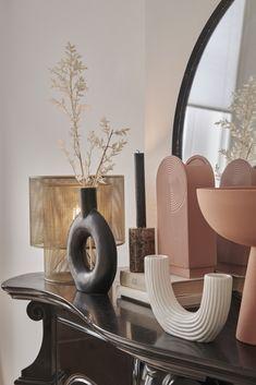 Home Decor Furniture, Furniture Design, Room Inspiration, Interior Inspiration, Living Room Decor, Bedroom Decor, Minimal Decor, Home Trends, Black Decor