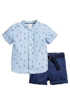 Discover a range of clothes for baby boys and toddlers at H&M, with practical options in fun prints and colours. Shop online for little boy outfits now. Trendy Baby Girl Clothes, Boys Clothes Style, Baby Kids Clothes, Boys Style, Toddler Boy Fashion, Toddler Boy Outfits, Toddler Boys, Outfits Niños, Kids Outfits