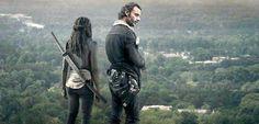 O cliffhanger do final da última temporada de The Walking Dead deixou os fãs absurdamente possessos. Era natural que os fãs tentassem adivinhar quem foi que morreu, mas a AMC, canal que exibe a série lá nos EUA, parece não entender que umcliffhanger desse tamanhogera especulações. Ao que parece, a AMC não quer que os …