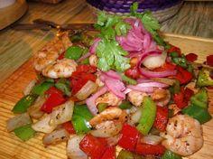 Shrimp alambre (similar to fajitas) at Yo Amo Tacos in Playa del Carmen. http://intheroo.com/view/yo-amo-tacos