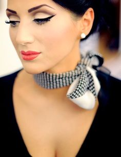 Vintage Eyeliner, Silk Scarves, Master Class, Simple Style, Pin Up, Fashion Accessories, Chokers, Women Wear, Dressing