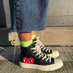 Aesthetic Shoes, Aesthetic Clothes, Sneakers Fashion, Fashion Shoes, Moda Sneakers, High Top Sneakers, Outfits With Converse, Cdg Converse, Converse Style