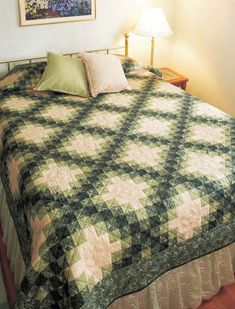 Quilt Block Patterns, Quilt Blocks, Sewing Patterns, Celtic Quilt, Irish Chain Quilt, Two Color Quilts, Green Quilt, How To Finish A Quilt, Quilting Designs