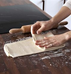 Suite à l'émission meilleur pâtissier, j'ai tenté la recette de pâte feuilletée rapide de Mercotte : pas de détrempe, un mélange au robot. Plutôt pratique !