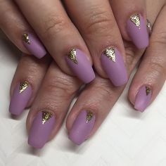 Matte mauve & shiny gold triangles for Leanne ✨ #nails #nailart #gel #acrelic #sparklesf #mauve #gold