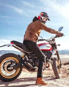 """""""Mi piace"""": 4,164, commenti: 25 - Scrambler Ducati (@scramblerducati) su Instagram: """"Love at first Sled! @razkrog liked the bike so much during his photoshoot that he bought it!"""""""