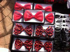 Bows and glasses at a Nerd Hello Kitty Party #hellokittynerd #bows