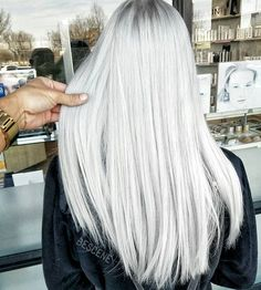"""PLATINUM ASH BLONDE • Who watched me on IG live today? I did a crazy transformation. I will be showing her on IG live tomorrow! I used @schwarzkopfusa & @brazilianbondbuilder #b3 for this platinum. Blonde maintenance with @fanola_usa """"No Yellow"""" Shampoo #BESCENE"""