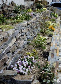 ヴィラストーンの石積花壇