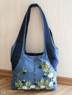 Embroidery jeans bag Ideas for 2019 Denim Tote Bags, Denim Purse, Jean Purses, Purses And Bags, Denim Crafts, Embroidered Bag, Craft Bags, Recycled Denim, Fabric Bags