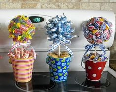 Jolly ranchers, kisses and bubble gum bouquets Stuff candy, gift cards, lotto tickets, etc. Pin by Danuta Starostka on geschenke Best Ideas about Candy Bouquet candy thanks Mais Candy Arrangements, Candy Centerpieces, Wedding Centerpieces, Craft Gifts, Diy Gifts, Valentine Gifts, Holiday Gifts, Candy Trees, Candy Topiary