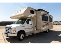 Evenings in the spacious Sunrise Escape are the perfect way to enjoy a glorious American sunrise. Families will enjoy the extra room provided by this luxury vehicle.