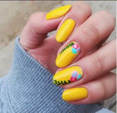 35+ Gorgeous Yellow Nail Art Styles For Pretty Ladies