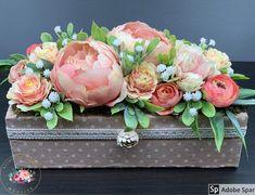 """Kézműves Csodák Műhelye on Instagram: """"Egy kis cukiság ebben az esős időben ❤️😍 A kaspó 25 cm hosszú és 12 cm széles Ajándékként küldd egyenesen a címzettnek, ha kísérő szöveget…"""" Floral Wreath, Wreaths, Instagram, Home Decor, Floral Crown, Decoration Home, Door Wreaths, Room Decor, Deco Mesh Wreaths"""