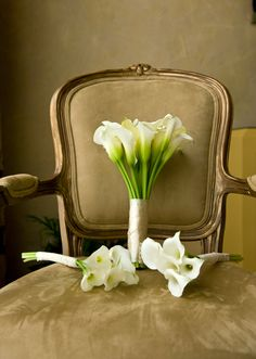 ivory cala lily bouquets for bride and bridesmaids