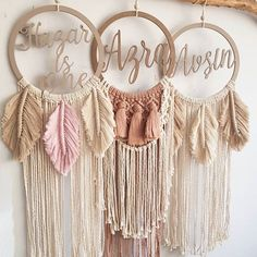 Macrame Wall Hanging Patterns, Macrame Patterns, Macrame Design, Macrame Art, Diy Home Crafts, Diy Arts And Crafts, Couronne Diy, Pinterest Room Decor, Cute Diy Room Decor
