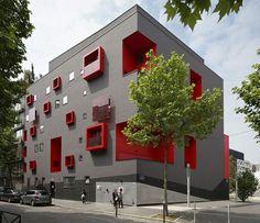 Многоквартирный дом в пригороде Парижа
