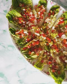 Ensalada de cogollos con picada de pimientos verdes, rojos y cebolleta. #GourmetBilbao