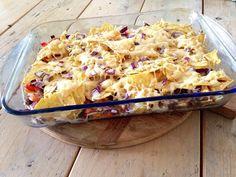 Ik heb lang getwijfeld of ik het recept van de nacho ovenschotel online ging zetten. Het is namelijk niet het meest gezonde recept dat ik heb gemaakt. Wel is het zonder pakjes en zakjes. Zonder gek...