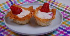 Epres-túrós mini kosárkák mascarpone-val Minion, Cheesecake, Strawberry, Fruit, Food, Mascarpone, Cheesecakes, Essen, Minions