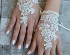 ivory wedding glove Bridal Glove ivory lace cuffs von UnionTouch