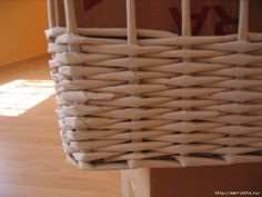 weaving-baskets-with-newspaper-wicker-21