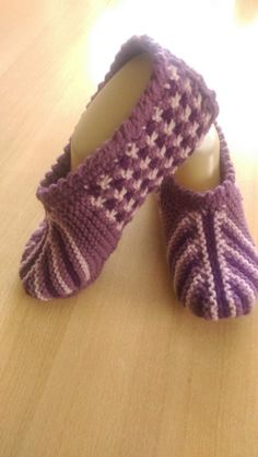 This Pin was discovered by İBR Knitted Slippers, Slipper Socks, Woolen Socks, Knitting Patterns, Crochet Patterns, Spring Boots, Crochet Shoes, Sock Shoes, Crochet Flowers