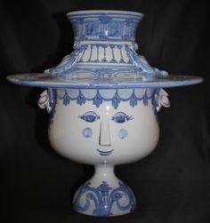 Porcelain Ceramics, China Porcelain, Ceramic Pottery, Willow Pattern, Victoria And Albert Museum, Museum Of Modern Art, Ceramic Artists, Flower Vases, Vintage Antiques