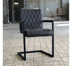 The industrial dining chair Diamond is the perfect dining room chair to enjoy hours of dining! The Diamond dining chair has a sturdy and robust but also exclusive character due to the brushed steel frame combined with the seat. Retro Bar Stools, Retro Dining Chairs, Industrial Dining Chairs, Leather Dining Chairs, Cool Chairs, Dining Room Chairs, Dining Table, Dining Room Curtains, Küchen Design