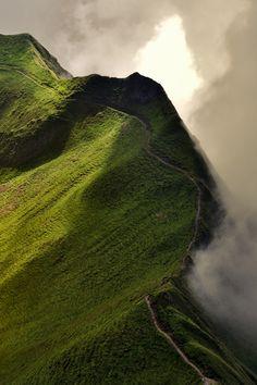 In cammino sul crinale, verso il Rothorn..avvolti tra le nuvole e la luce - Fabrizio Fusari