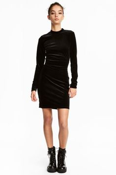 Fitted dress in stretch velvet with a small stand-up collar, hook-and-eye fastening at the back of the neck, a seam at the waist and open back.