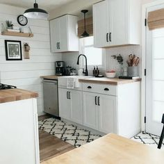 55 Greatest Small Kitchen Design Ideas for Your Tiny Space Inspire You ~ Beautiful House Small Condo Kitchen, Small Galley Kitchens, Home Kitchens, Kitchen Decor, Kitchen Ideas For Small Spaces, Open Galley Kitchen, Small Kitchen Inspiration, Small Kitchen Renovations, Condo Kitchen Remodel