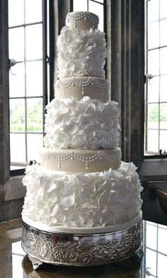 A 6 tier beige + cream stunning wedding cake !!