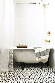 black and white bathroom decor / sfgirlbybay