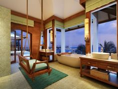 Bathing with a view.. #outoftheordinary experience