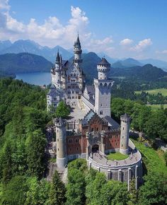 Alemania beautiful castles, wonderful places, beautiful places, places to t Osaka, Wonderful Places, Beautiful Places, Beautiful Castles, Amazing Places, Wanderlust Hotel, Neuschwanstein Castle, Skyline, Packing Tips For Travel