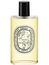 This scent is fresh and dirty at the same time. Sexy. Smells like heaven.  L'EAU DE TAROCCO  DIPTYQUE  A fruity Eau de Cologne that is sweet yet vibrant and spicy  It carries the exhilarating scent of the Mediterranean in winter and the freshness of fruit just plucked from the tree, plump and ripe.  Sweet Italian Tarocco Orange, Florida Orange, Grapefruit    Saffron, Ginger Extract, Cinnamon, Curcuma Extract, Bulgarian Rose, Orange    Blossom    Cedar Wood, Somali Frankincense, White Musk.