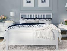 Une chambre lumineuse avec un cadre de lit grand 2 places HEMNES