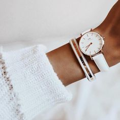 The best and most popular Daniel Wellington fashion watches and jewelry of for women to match your style! Zara Outfit, Bracelet Cuir, Spring Fashion Trends, Winter Trends, Classy And Fabulous, Luxury Watches, Quartz Watch, Fashion Watches, Watch Bands