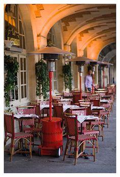 PARIS Le Marais I Restaurant - Place des Vosges