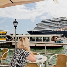 Rotterdam is overal! Zelfs Venetië kan niet zonder Rotterdamse invloeden! #hollandamerica #hollandamerika #hollandamerikalijn #hollandamericaline #010 #rotterdam #gers #gersmagazine  #venice #venezia #venetie #cruise #ship Holland America Cruises, Holland America Line, Med Cruises, Rotterdam, Vacations, World, America, Holidays, The World