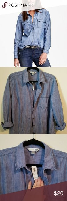 NWT classic chambray shirt Brand NWT classic chambray shirt from old Navy. Medium wash, metal buttons, never worn. Can be worn under sweaters, sleeves down or rolled up, it's the perfect neutral!! Old Navy Tops Button Down Shirts
