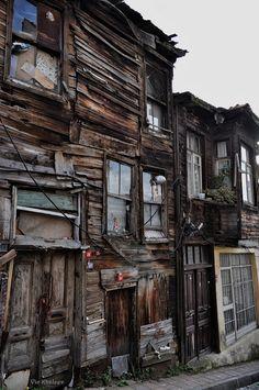 Старенький-старенький, латанный-перелатанный домик в Стамбуле (Istanbul, Turkey)