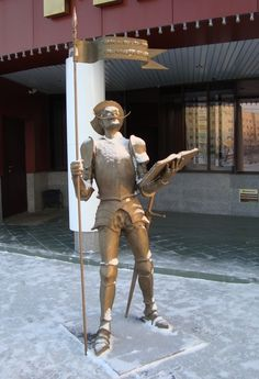 """In 2012, completed the formation of the ensemble at the Intelligence Center, to the song """"Man - reading"""" added another four sculptures: Books, Don Quixote, Baron Munchausen, Romeo and Juliet.  --  This is the sculpture of Don Quixote."""