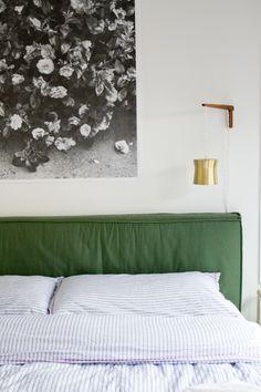 Trendy Ideas bedroom art above bed green Bedroom Apartment, Home Bedroom, Bedroom Decor, Apartment Therapy, Bedroom Furniture, Bedroom Art Above Bed, Green Bedding, Green Headboard, Cushion Headboard